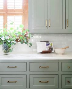 Most Awesome Sage Kitchen Cabinet Design Ideas kitchen cabinets Most Awesome Sage Kitchen Cabinet Design Ideas Sage Kitchen, Green Kitchen Cabinets, Farmhouse Kitchen Cabinets, Kitchen Cabinet Colors, Painting Kitchen Cabinets, Kitchen Redo, New Kitchen, Kitchen Ideas, Kitchen Dining