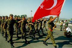 La entrada de las tropas turcas en Irak es un acto de solidaridad y no de agresión, declaró el primer ministro de Turquía, Ahmet Davutoglu.