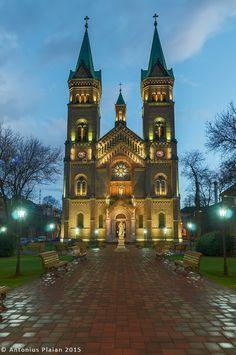 Biserica Millenium (1896-1901), Piaţa Romanilor 16, Timișoara; arh. Ybl Lajos;  stil eclectic istoricist, cu elemente de expresie arhitecturală neogotice şi neoromanice