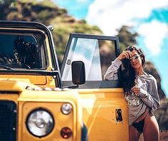 Yellow Land Rover Defenders : Carolina Melof