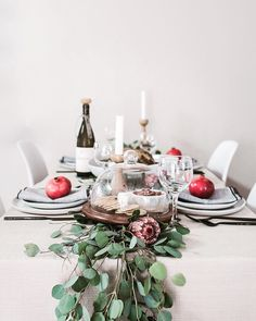 I hope everyone had a safe and happy Thanksgiving this year. Im not a huge fan of turkey but give me alllll the carbs and things Im not supposed to eat. This was for a dinner I styled and hosted earlier in the month. Our day was really simple and spent in the countryside with family isnt that what this day is really about?