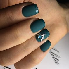 Accurate nails, Dark green nails, Evening dress nails, Evening nails, Fashion nails 2017, Insanely beautiful nails, Nails by green dress, Nails with stones