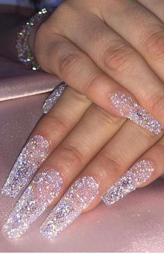 Want to know how to do gel nails at home? Learn the fundamentals with our DIY tutorial that will guide you step by step to professional salon quality nails. Glam Nails, Dope Nails, Bling Nails, My Nails, Fancy Nails, Glitter Nails, Bling Wedding Nails, White Acrylic Nails With Glitter, Acrylic Nail Designs Glitter