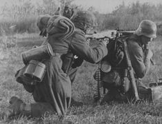 SS soldiers to aim with a 7.92-mm machine gun MG-42.