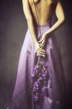 Woman wearing purple gown & hold flowers behind her back art Purple Love, Purple Rain, Purple Grey, Shades Of Purple, Violet Aesthetic, Lavender Aesthetic, Spring Aesthetic, Aesthetic Colors, Modern Princess