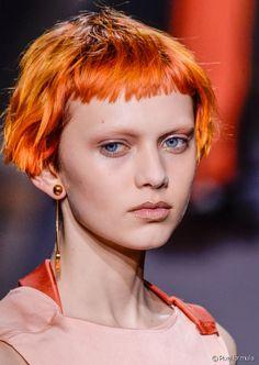 New Bob Haircuts 2019 & Bob Hairstyles 25 Bob Hair Trends for Women - Hairstyles Trends Short Choppy Hair, Messy Short Hair, Short Hair With Bangs, Hairstyles With Bangs, Short Hair Cuts, Haircuts, Medium Hair Styles, Curly Hair Styles, Mullet Hairstyle