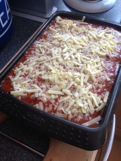 Vicki-Kitchen: Baked bean lasange (slimming world friendly) Going to try adding Quark and Quorn mince.