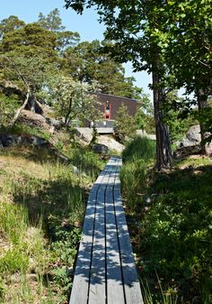 Summerhouse in the Stockholm archipelago Landscape Architecture, Landscape Design, Garden Design, Voyage Suede, Wood Walkway, Wooden Path, Stockholm Archipelago, Summer Cabins, House By The Sea