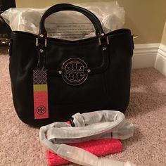 Tory Burch Amanda Leather Hobo-Authentic NWT Amanda hobo, Black. Retail $485. Smoke free & pet free home. Comes with crossbody strap, all packaging shown, dustbag and original box. Purchased from TB website directly. NO TRADES. *** $320 with shipping via️️ and Ⓜ️ercari also*** Tory Burch Bags Hobos