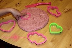 Pigtails and tutus: Valentines playdough