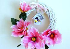 www.abgHomeArt.pl Wianek wielkanocny na drzwi. Ręcznie wykonany wianek wiosenny. Efektowna i wyjątkowo elegancka wielkanocna dekoracja, która pięknie przyozdobi drzwi, okno, czy też kominek, a także wprowadzi powiew wiosny. Easter decorating ideas for the home, easter wreaths, inspiration, pretty flowers, kwiaty, wiosna, spring, wianek świąteczny
