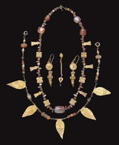 A group of roman gold jewelry elements - Circa Century A. Renaissance Jewelry, Medieval Jewelry, Ancient Jewelry, Victorian Jewelry, Antique Jewelry, Vintage Jewelry, Roman Jewelry, Black Gold Jewelry, Gold Jewellery
