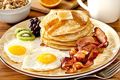 Huevos Fritos con Pancakes y Tocineta #RecetaMexicana