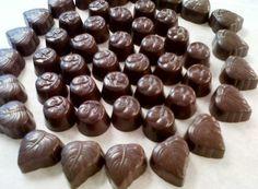Bonbons Chocolate Cookies, Fruit, Food, Gummi Candy, Chocolate Chip Cookie Bars, Meals, Chocolate Brownies