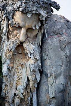 Located near Florence, this colossal stone statue from the century hides secret rooms - - Arte Fashion, Foto Art, Green Man, Garden Art, Amazing Art, Awesome, Sculpting, Lion Sculpture, Clay Sculptures