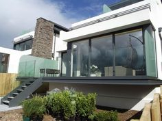 Balcony Cabinet – 38 practical designs - Home Decor Glass Balcony, Glass Pool, Balcony Deck, House With Balcony, House Extensions, Winter Garden, Backyard Landscaping, Exterior Design, Beautiful Homes