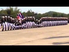 La parada militar sincronizada de los soldados tailandeses