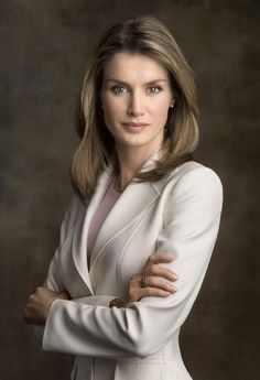 Princess Letizia Ortiz - Miss Owl Professional Headshots Women, Spanish Royalty, Estilo Real, Spanish Royal Family, Business Portrait, Queen Letizia, Prince And Princess, Duchess Kate, Royal Fashion