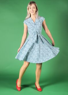 A glamorous 1940s inspired dress with a whimsical print that'll have you dreaming of adventure. The Ava is a gorgeous shirt dress with elegant cap sleeves, a removable belt and a full a-line skirt. Style with white runners for a casual vintage look, or wear with your favourite heeled sandals for a gorgeous summer evening outfit. Featuring navy hot air balloon and cloud illustrations printed on a pale blue cotton poplin. Vintage Inspired Dresses, Vintage Style Outfits, Vintage Dresses, Vintage Fashion, White Runners, Printed Balloons, Made Clothing, Summer Evening, Heeled Sandals