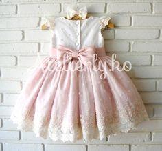 Para o tema princesas, a mamãe Erica nos pediu este modelo, escolheu a cor rosa para a saia e ele ficou assim, amamos!! A festinha de ...