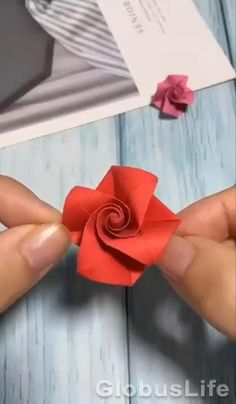 Cool Paper Crafts, Paper Flowers Craft, Paper Crafts Origami, Flower Crafts, Diy Crafts Hacks, Diy Crafts For Gifts, Creative Crafts, Instruções Origami, Origami And Kirigami