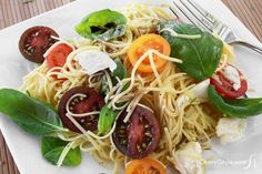 Light and easy cherry tomato pasta salad with fresh mozzarella #salad #fresh #vegetarian