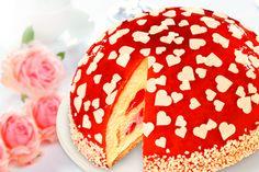Muttertagstorte Erdbeer Bourbon-Vanille mit Herzchen-Dekor