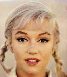 "[SHOT] Marilyn Monroe: Norma Jeane Mortenson (June 1926 - August on the set of ""The Misfits"" 1961 Marilyn Monroe Photos, Marylin Monroe, Catherine Deneuve, Brigitte Bardot, Divas, Beautiful People, Most Beautiful, Howard Hughes, Norma Jeane"
