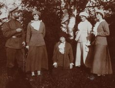 Nicholas with daughters Tatiana, Anastasia, Marie, and Olga in 1914.  Not sure if this pic was taken before or after the start of WWI.