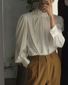 Elegant shirt and trousers outfit, vintage Feminine, modest muslimah hijab outfit Look Fashion, Hijab Fashion, Korean Fashion, Fashion Outfits, Womens Fashion, Latest Fashion, White Fashion, Fashion Trends, Mode Chic