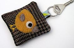Needle felted key ring Wonder Zoo, Needle Felting, Sewing Projects, Coin Purse, Crafty, Wallet, Personalized Items, Key, Ring