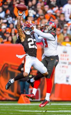 """sportingnewsarchive: """" Cleveland Browns' Joe Haden breaks up a pass intended for Tampa Bay Buccaneers' Mike Evans during the first half at FirstEnergy Stadium on Nov. 2014 in Cleveland, Ohio. Browns Football, Nfl Football, American Football, Football Players, Football Pictures, Sports Pictures, Browns Players, Joe Haden, Cleveland Browns"""