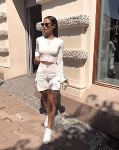 42 Casual White Sneakers for Spring & Summer Style - Casual Outfits Sneakers Outfit Summer, Sneaker Outfits Women, Sneakers Style, White Sneakers Outfit Spring, Sneakers Fashion Outfits, Fashion Sandals, Casual Sneakers, Spring Summer Fashion, Spring Outfits