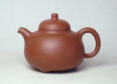 Tripod Milk Pale teapot by Xu Zhong Fang