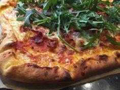 Voita ja Suolaa: Pizzaa juustoreunalla + Uusia tuulia blogissa