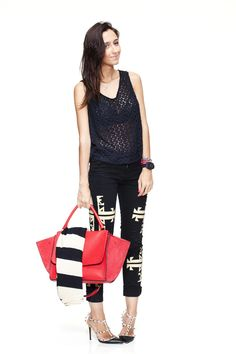 "A ""shoelover"" Fran Monfrinatti fez look lindo com a calça Marant da Thelure (à venda no MA).     Corre lá no site e garanta a sua! Fez, Capri Pants, Fashion, Fashion Now, Style, Moda, Capri Trousers, Fashion Styles, Fashion Illustrations"