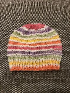 Ravelry: Kinzie Baby Hat pattern by marianna mel Baby Cardigan Knitting Pattern Free, Mittens Pattern, Knitting Patterns Free, Free Pattern, Baby Hat And Mittens, Baby Hats, Baby Hat Patterns, Gender Neutral, Crochet Ideas