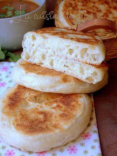 Arabic Recipes 67144 Very soft matlouh bun (khobz tajine) Crockpot Recipes, Snack Recipes, Cooking Recipes, Snacks, Algerian Recipes, Cooking Bread, Ramadan Recipes, Ramadan Desserts, Ramadan Food