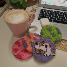 Diy Crochet Projects, Diy Projects, Yarn Crafts, Diy And Crafts, Indie Room Decor, Diy Embroidery, Diy Clay, Punch Needle, Coasters