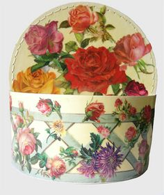 http://blomming.com/mm/taodecoupage/items/rose-et-fleurs-scatola-a-decoupage-con-rose-e-fiori  Scatola a decoupage con rose e fiori