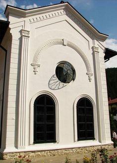 """Biserica """"Sf. Voievozi"""" (1642-1647) – Mănăstirea Agapia - detalii fațadă, arh. Enache Ctisi, ctitor: Hatmanul Gavriil Coci; sat Agapia; comuna Agapia"""