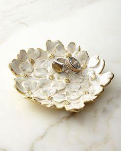 Jewelry Dish, Clay Jewelry, Ceramic Pottery, Ceramic Art, Pottery Pots, Pottery Ideas, Blue And White Living Room, Ceramics Projects, Jewelry Organization