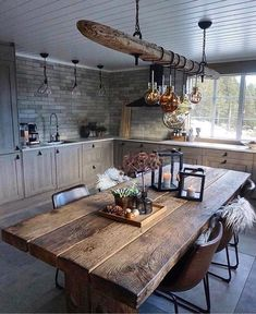 This rustic kitchen is so beautiful! We would LOVE a huge wooden table like thi… This rustic kitchen is so beautiful! 😍 We would LOVE a huge wooden table like. Wooden Dining Tables, Rustic Table, Rustic Kitchen, Dining Room Table, Dining Room Design, Interior Design Living Room, Modern Interior, Kitchen Design, Interior Styling