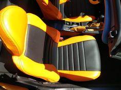 HONDA CRX Autositzbezüge nach Maß in der Lederlook Variante. Zusätzliche wurde eine Querabsteppung mit Unterfütterung im mittleren Bereich der Sitze eingearbeitet. Unsere Sitzbezüge werden individuell gefertigt und hinterher über den Originalbezug der Sitze bezogen. #Honda, #CRX, #Sitzbezuege, #Tuning
