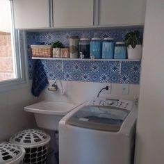 """Coisasdecasa on Instagram: """"Tarde meu povo! 😊 Hj foi dia de organizar os produtos da #lavanderia...reabasteci os dispencers de sabão líquido, amaciante, sabão em  pó e…"""" Toilet Paper, Small Spaces, Instagram, Powder Laundry Soap, Full House, Productivity, Folk, Kitchen, Products"""