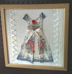 Vintage handkerchief folded origami style into a sweet vintage-style dress! Nice frame with old faded picture removed. A vintage damask place mat was used for background. Handkerchief Folding, Handkerchief Crafts, Handkerchief Dress, Fabric Art, Fabric Crafts, Sewing Crafts, Vintage Crafts, Vintage Sewing, Inchies