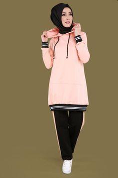** YENİ ÜRÜN ** Çift Renk Eşofman Takım Pudra Ürün kodu: MRW3156 --> 89.90 TL Islamic Fashion, Muslim Fashion, Sporty Outfits, Sporty Style, Modest Fashion Hijab, Fashion Outfits, Sports Hijab, Sport Mode, African Dresses For Kids