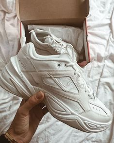 Dr Shoes, Hype Shoes, Me Too Shoes, Shoes Sneakers, Shoes Heels, Sneakers Fashion, Fashion Shoes, Looks Hip Hop, Flannel Fashion
