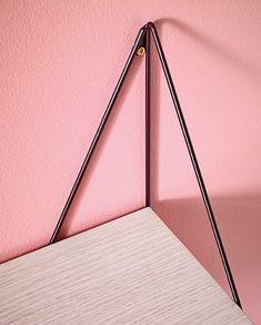 maze interior presents pythagoras shelf at maison et objet Iron Furniture, Steel Furniture, Furniture Design, Industrial Metal Shelving, Metal Shelves, E Piano, Cupboard Design, Do It Yourself Crafts, Wall Racks