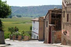 Calle Cinca y vista del camino al río Cinca. En Cofita, Huesca.